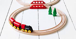 Hos Legetøj Online leverer vi din BRIO togbane lyn hurtigt