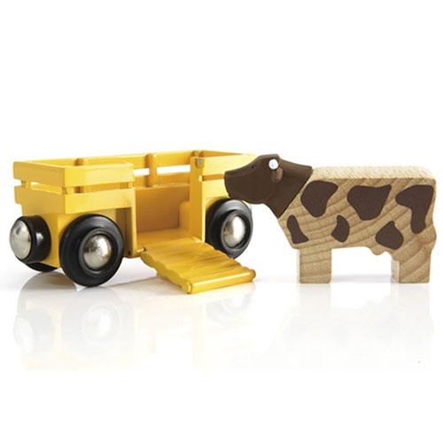 BRIO togvogn, der kører med kvæg til bondegården