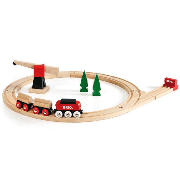 klassisk brio togbane med fragttog og kran
