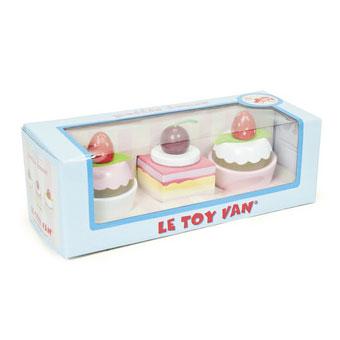Detaljer af Le Toy Vans legetmad i træ, her petit fours