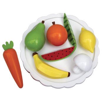 Blandet fad med frugt og grøntsager som legemad i træ