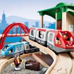 Togbanen ses her sat ind i et kunstigt miljø fra BRIO