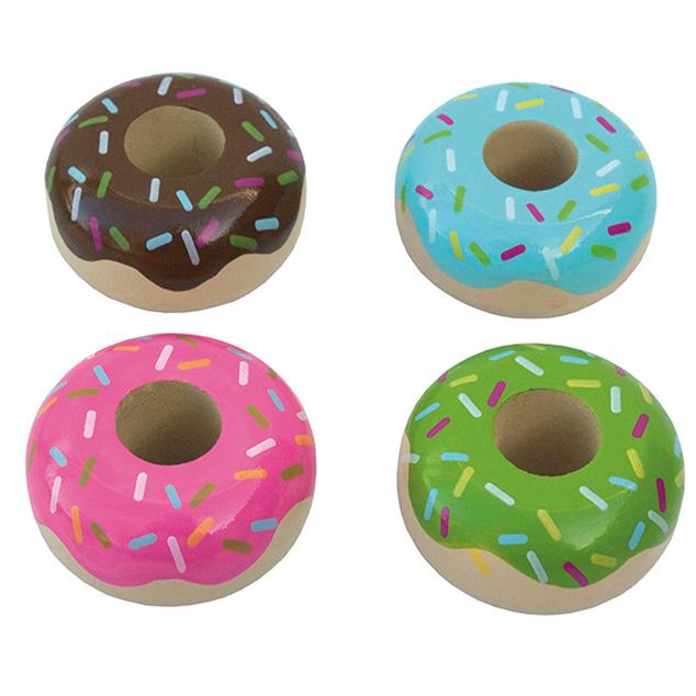 4 donuts som legemad i træ med hver deres smag fra svenske JaBaDaBaDo