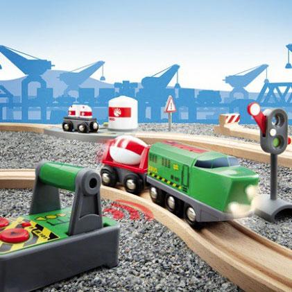 Fjernstyret briotog med komplet togbanesæt