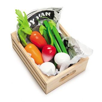 Kasse med grøntsager som legemad i træ produceret af Le Toy Van