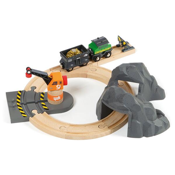 Togbanesæt med tilhørende bjerg og mine last i vogne, samt kran til håndtering af last.