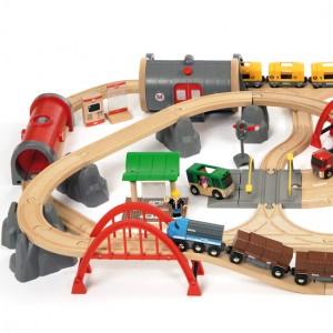 Deluxe togbanen fra BRIO er stor, her ses venstre side