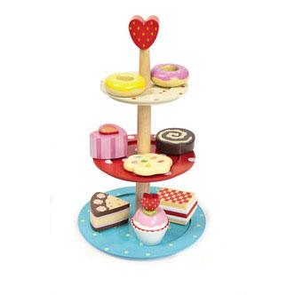 Kagestander med kager i træ, legemad fra Legetøj Online og Le Toy Van