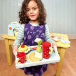 Pige med morgenmad fra Le Toy Van, legemad fra Legetøj Online