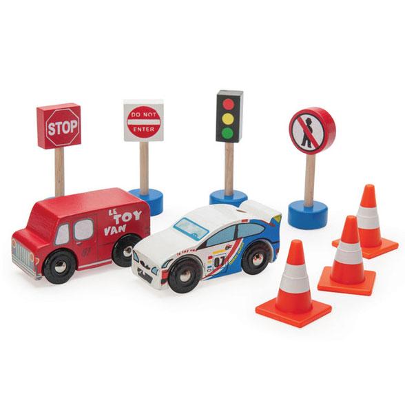 Legetoejsbiler fra Le Toy Van her Route and Toot sættet hos Legetøj Online