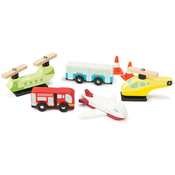 Stor pakke med 3 fly, 1 bus, 1 brandbil samt 2 kegler