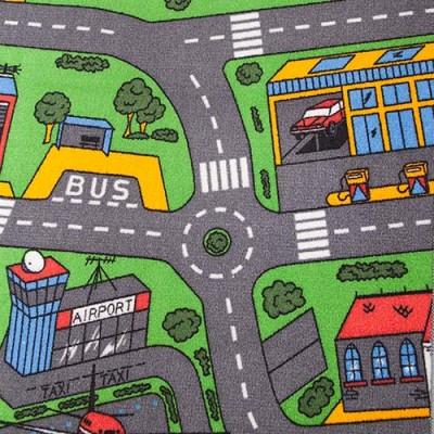 Detalje af trafiktæppe med rundkørsel busholdeplads og værkssted til legetøjsbilerne