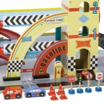Der er masser af tilbehør til Mikes Auto Garage bl.a. legetøjsbiler